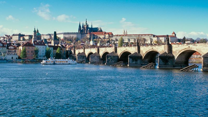 Hradschin und Moldau und Karlsbrücke Prag CSR