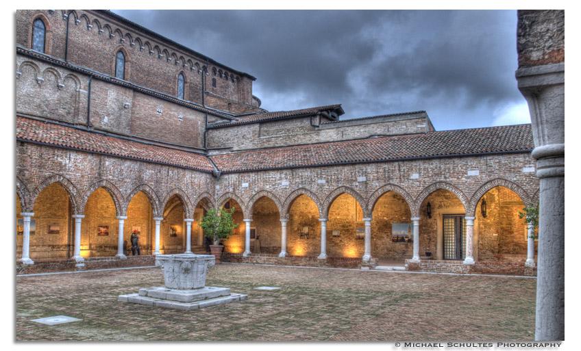 Kloster zur blauen Stunde